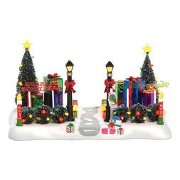 Department 56 Christmas Front Yard