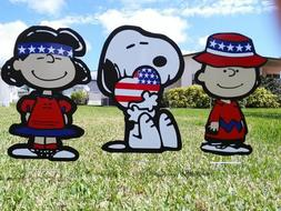 garden outdoor Fourth of July Charlie Brown and Lucy lawn sn